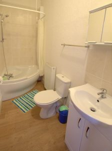 Sandown Holiday Flats Morecambe Holiday Flat 1- Bathroom